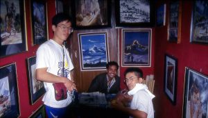 ネパール人画商の店
